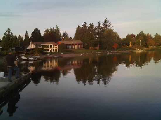 Angle Lake Park: lakeside house