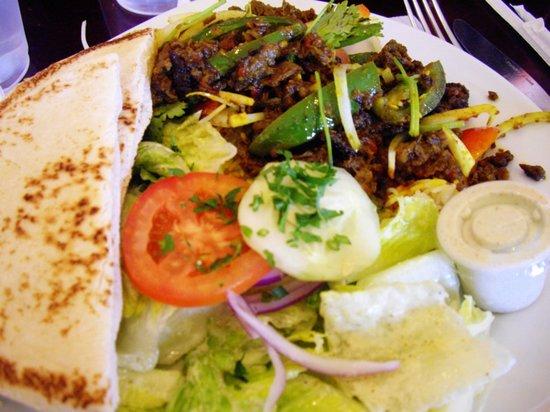 Cafe Rakka Mediterranean Grill: Tandoori Chicken with Cheese