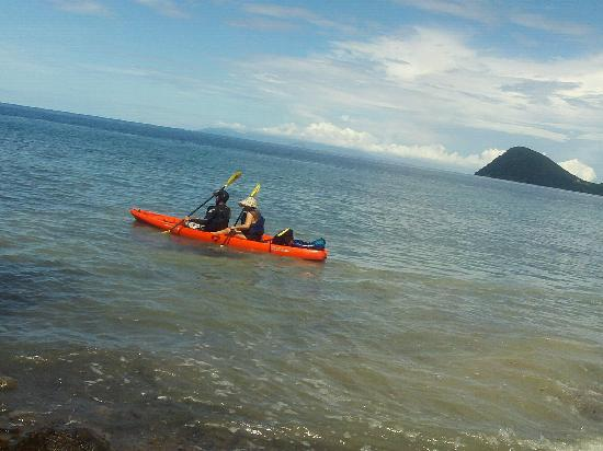 Secret Bay : Kayaks exploring  beaches