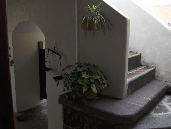 Hotel Sierra Madre: stairs to roof top terrace