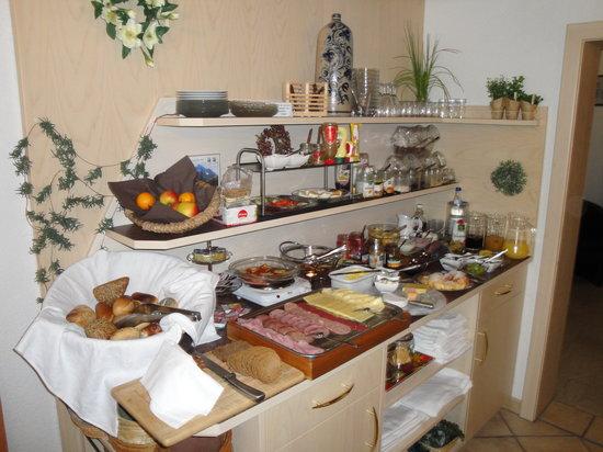 Gastehaus Bergzauber: delicious breakfast buffet!