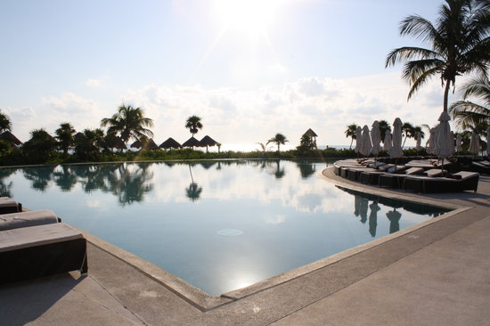 Secrets Maroma Beach Riviera Cancun: infinity pool
