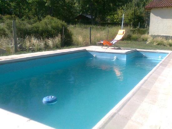 Las Espuelas Casas de Montana: La climatización de la piscina permite disfrutarla más meses al año