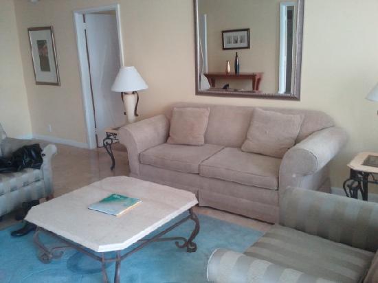Seacoast Suites Hotel : Living Room