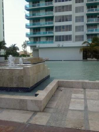 Seacoast Suites Hotel: Fountains by the pool area
