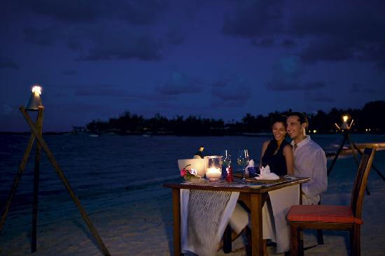 Constance Belle Mare Plage - Beach Dinner