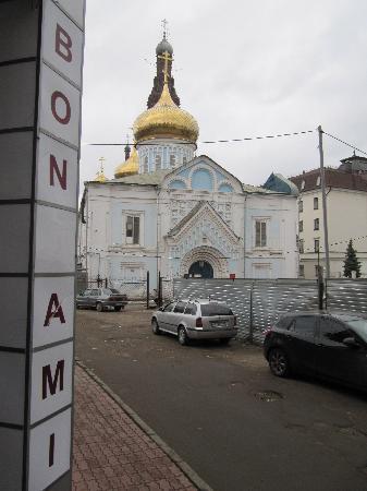 Hotel Bon Ami: А во дворе - храм...