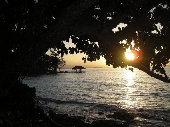 Tara Beach Bungalows: Sunrise at Tara