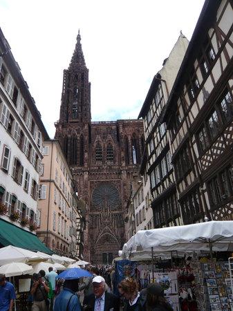Domkirken Notre Dame de Strasbourg: Blick hinüber zur Kathedrale