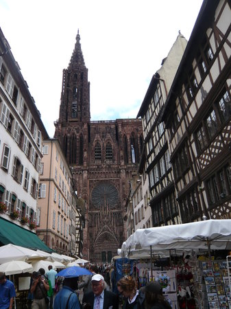 Katedra Notre Dame w Strasbourgu: Blick hinüber zur Kathedrale