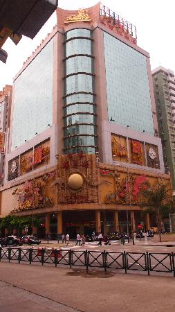 Casa Real Hotel: Use hotel bus to the Border town near Zhuhai.