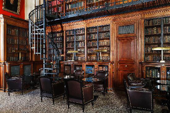 Saint James Paris - Relais et Chateaux : Bar bibliothèque / Library-bar