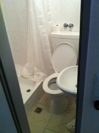 Metropol Hotel Dusseldorf : toilet