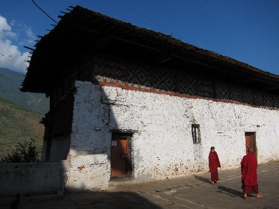 Wangdue Dzong: Monks