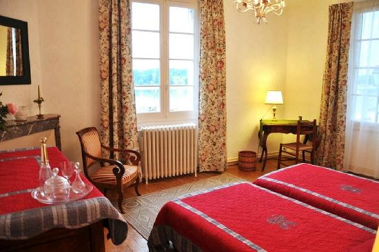 La Laurencie : two single beds room