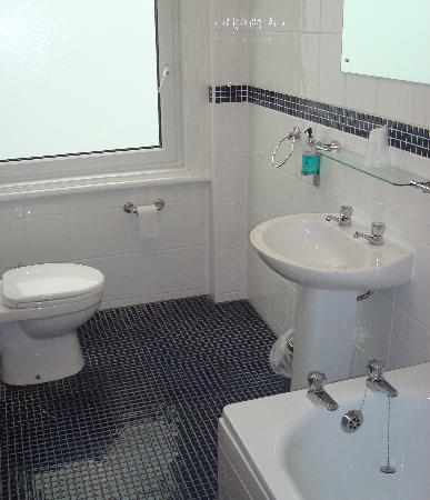 The Hydro Hotel: Bathroom