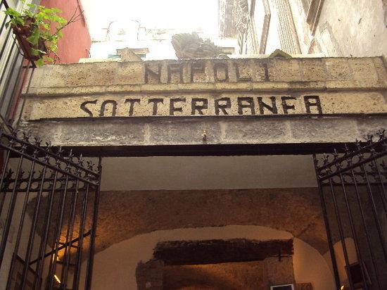Giovanni's Home Napoli: AROUNT THE CORNER UNDERGROUND TUNNELS