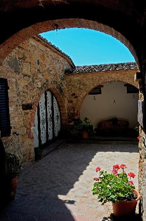 Agriturismo Casalpiano: archi e cortile