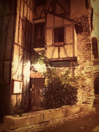 L'Aquarelle : Charming back entrance