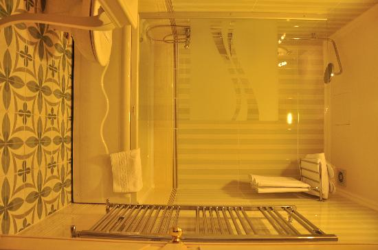 Muyan Suites: BATHROOM