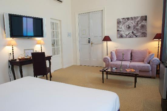 Villa Leopoldine : Coin salon dans chaque chambre et grand écran LCD