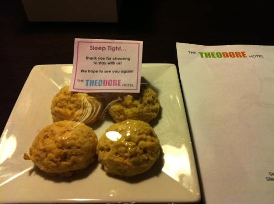 The Theodore Hotel: bedtime cookies :)