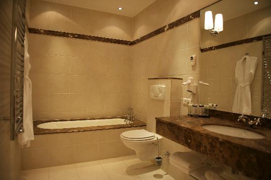 Villa Leopoldine : SDB avec baignoire et douche à l'italienne