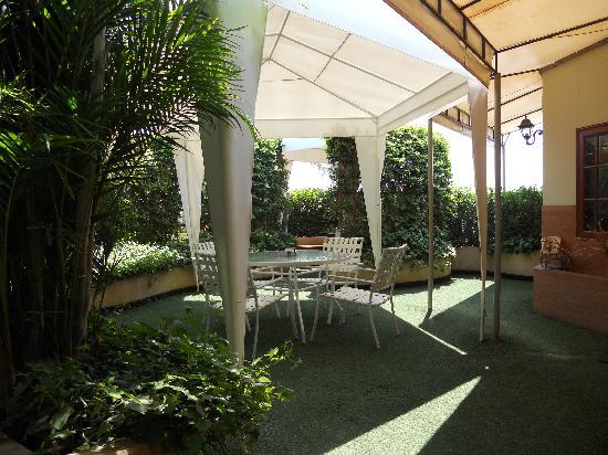Daniel's Apart Hotel: Terrace 2
