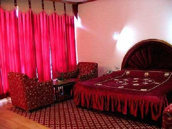 fsuite room 02 bed rooms 01 twin 01 dbl bed room Picture of