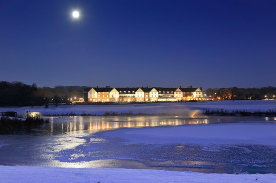 Carden Park Hotel: Carden Park at night