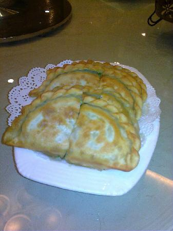 Xin Hui Xian Shi Fu : Pastry stuffed with egg and spinach---delicious!