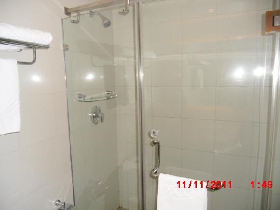 Xiang Da International Hotel: Shower