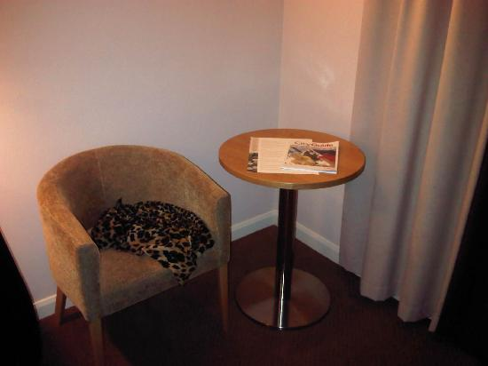 Jurys Inn London Watford: another chair