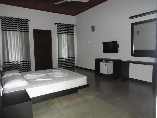 Lagoon Paradise Beach Resort: Inside a Room of the Resort.