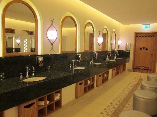 Superbe Hilton Marsa Alam Nubian Resort: Ladies Bathroom Reception Area