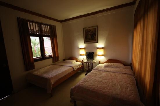 Mawar Homestay : Cozy Room