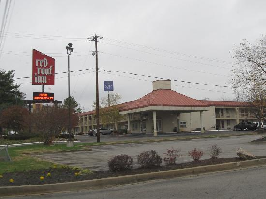 Red Roof Inn Knoxville North - Merchants Drive: view from Applebees lot next door