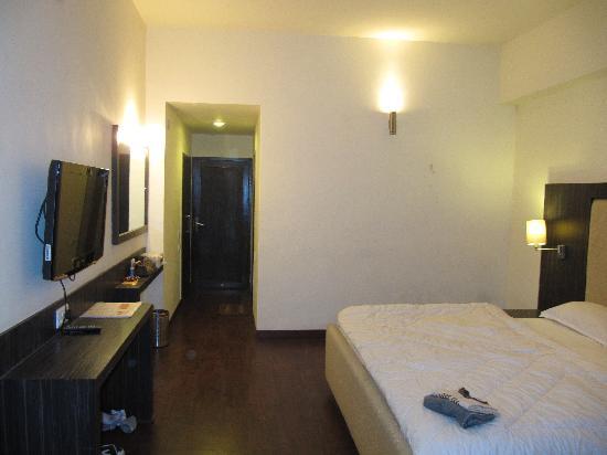 Hotel Mandakini Jaya International: Our room