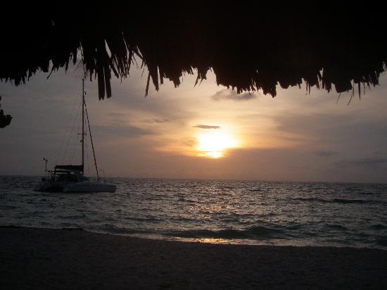 Kanowa Travel: un atardecer en una de las playas...