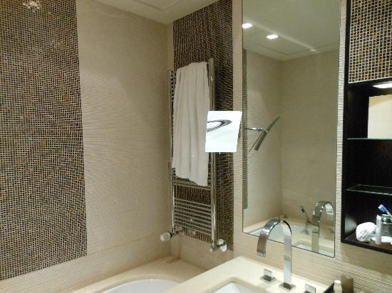 Badezimmer - Bild von Bayerischer Hof Hotel, München - TripAdvisor