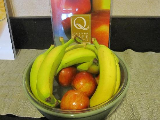 Quality Inn & Suites Dayton South / Miamisburg: Fresh Fruit