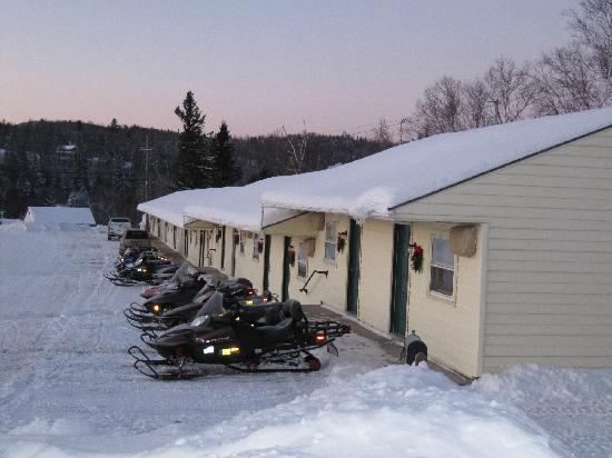 Colebrook Country Club & Motel: Snowmobiling begins at our doorstep!
