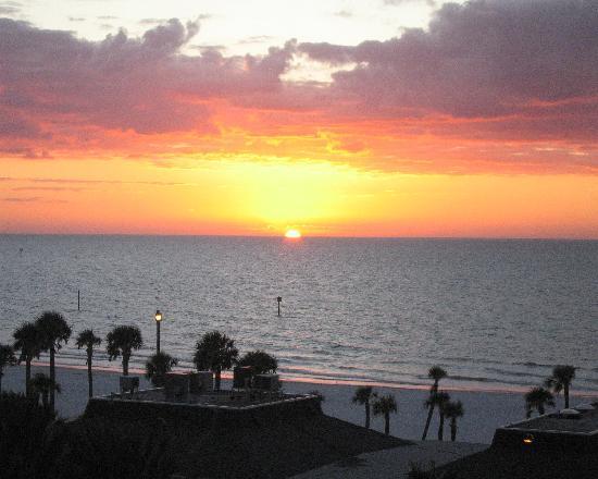 Beachview Hotel: Sunset from my room