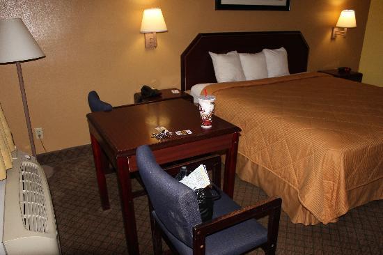 Econo Lodge: Plenty of room to rest.