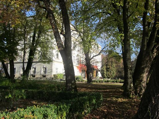 Hotel Schloss Leopoldskron: The Schloss seen from the garden