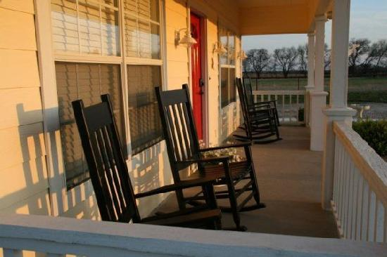 Memory Lane Inn: Front Porch