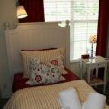 Memory Lane Inn: Bedroom Suite
