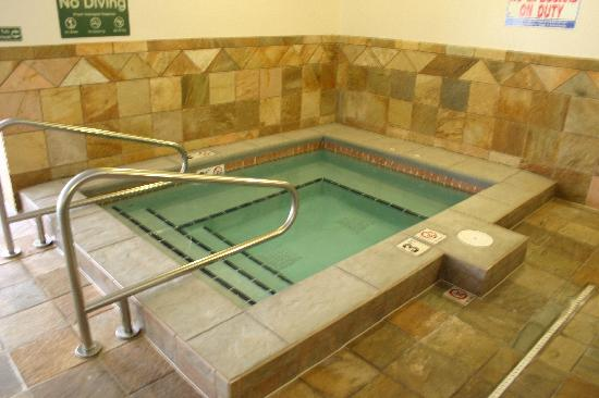 Comfort Inn and Suites: Hot Tub