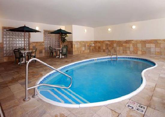 Comfort Inn and Suites: Pool