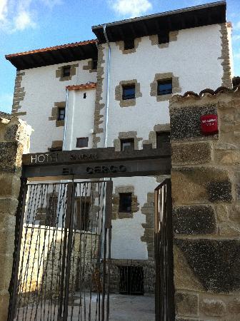 Hotel El Cerco: FACHADA